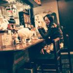 カフェモフリーの看板猫なつ先生と臼村さおり